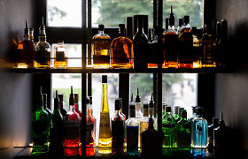 Tyrimas: geriančiųjų alkoholinius gėrimus skaičius nesikeičia, bet jie jaunėja