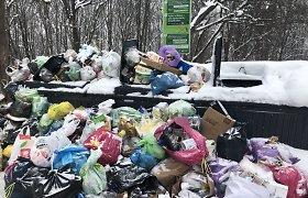 Dėl sniego sankaupų miegamųjų rajonų kiemuose sostinėje neišvežta per penktadalį šiukšlių