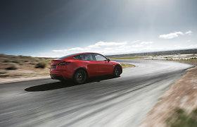 """""""Tesla"""" pristatė atnaujinimą, kuris elektromobiliams padės veikti šaltame klimate"""