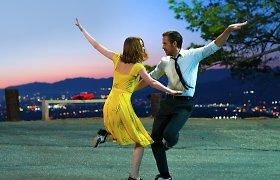 """""""Kine po žvaigždėmis"""" – klasikinio Holivudo ekrano poroms prilygstantys Emma Stone ir Ryanas Goslingas"""