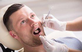 Parodontozė – liga, dėl kurios dažniausiai netenkama dantų. Kokie simptomai?
