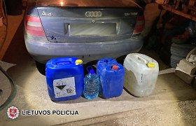 Šilalės rajono pareigūnai garaže aptiko 85 litrus naminės degtinės