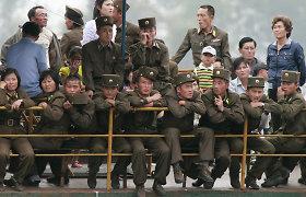 """Šiaurės Korėja paleido nenustatytų mažo nuotolio """"sviedinių"""""""