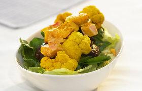 Vištienos, lęšių ir žiedinių kopūstų salotos, paskanintos mangais ir ciberžole