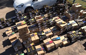 Sostinės kriminalistų smūgis šešėliniams prekeiviams: rasta tona tabako, 30 tūkst. eurų