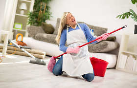 Efektyvus grindų valymas: kaip lengvai išvalyti skirtingus paviršius? Pataria specialistai