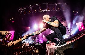 """Chesterį Benningtoną prisimenant: 12 geriausių """"Linkin Park"""" hitų"""