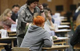 Sostinės mokyklos norėtų rengti stojamuosius egzaminus: pastebi, kad nuotolinio mokymosi metu moksleivių pažymiai nepatikimi