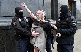 """Kijeve pusnuogė """"Femen"""" aktyvistė ragino ratifikuoti Stambulo konvenciją"""