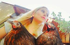 """20 paukščių auginanti Rūta Mikelkevičiūtė norėtų ir ožkos: """"Su dukra jau sugalvojome vardą"""""""