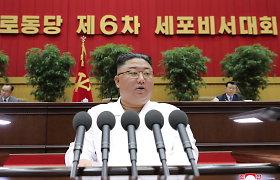 Šiaurės Korėjos lyderis ekonomikos padėtį palygino su 10-o dešimtmečio badmečiu