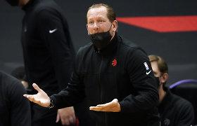 """""""Raptors"""" treneriui NBA skyrė 50 tūkst. baudą, kai šis nusviedė veido kaukę"""