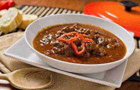 Žvarbią dieną verdame guliašą: receptai – nuo sotaus klasikinio iki lengvo be mėsos