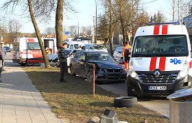 """Panevėžyje į kairę sukusi BMW vairuotoja sulaukė """"Mercedes"""" smūgio"""