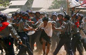 Mianmaro saugumo pajėgos nukovė dar dešimtis protestuotojų