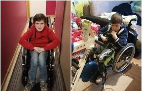 """Močiutė augina dukters paliktus vaikus – trimečius dvynukus ir jų neįgalų brolį: """"Svajoju, kad Kirilas vaikščiotų"""""""