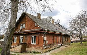 Vilniuje ant gyvenamojo namo užvirto metalinis bokštas