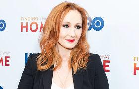 J.K.Rowling sako patyrusi smurtą artimoje aplinkoje ir seksualinį išpuolį