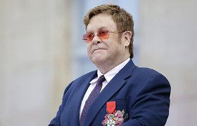 Eltonas Johnas pasipiktino Vatikano sprendimu nepritarti tos pačios lyties asmenų sąjungų palaiminimui