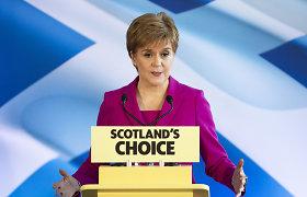 """Škotų lyderė žada surengti balsavimą dėl nepriklausomybės, kai """"ateis tinkamas laikas"""""""