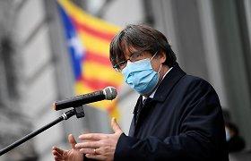 """Neliečiamybę praradę Katalonijos europarlamentarai kaltina """"politinį persekiojimą"""""""