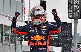 """Kupinose avarijų """"Formulės 1"""" lenktynėse Vokietijoje nugalėjo Maxas Verstappenas"""