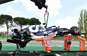 """""""Formulės 1"""" kvalifikacija Imoloje prasidėjo avarija, L.Hamiltonui nesėkmingai grasino S.Perezas, L.Norrisas ir M.Verstappenas"""