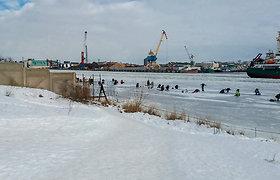 Klaipėdoje paregūnai vėl tikrino žvejus ant ledo: baudė už smaiges ir ne vietoje paliktus automobilius
