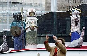 Bažnyčia nustebino: ką Dartas Veideris ir astronautas veikia Vatikano prakartėlėje?