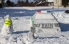 Ramygaliečiai iš sniego nulipdė policijos postą