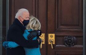 JAV prezidentas J.Bidenas po inauguracijos pirmąkart atvyko į Baltuosius rūmus