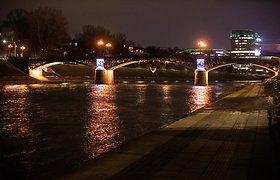 Sostinės tiltai nušvito trispalvės spalvomis