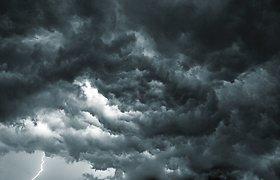 Audros JAV pietinėje pakrantėje nusinešė mažiausiai dviejų žmonių gyvybes