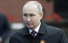 """V.Putinas Pergalės dieną sako """"tvirtai"""" ginsiąs Rusijos interesus"""