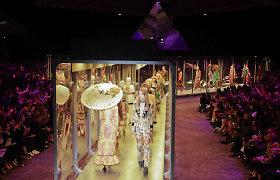 """Milano mados savaitė: madingiausias """"Gucci"""" kolekcijos aksesuaras – knyga"""