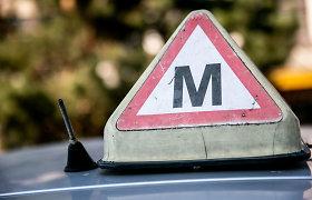 Sustabdytas vairuotojų praktinis mokymas: ką reikia žinoti pradedantiems vairuotojams, pažeidusiems KET