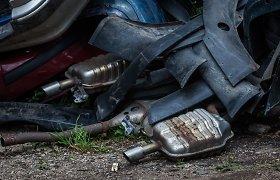 Jei automobilį taisote patys: mokėkite rinkliavą už atliekas arba baudą