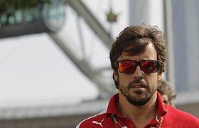 """Sklinda gandai, kad Fernando Alonso pereis į """"Lotus"""" F-1 komandą"""