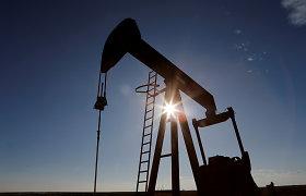 Naftos kainos ir toliau mažėja po didelio nuosmukio diena anksčiau