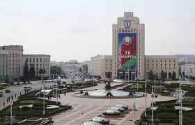 """Tūkstančiai protestuotojų Baltarusijoje """"sveikina"""" A.Lukašenką su gimtadieniu"""