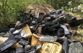 Skelbimai atskleidė – Kauno regione klesti nelegalūs atliekų vežėjai: šiukšlės išverstos prie upės