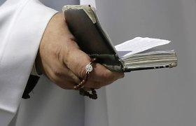 Diakonais pirmą kartą taps vedę vyrai