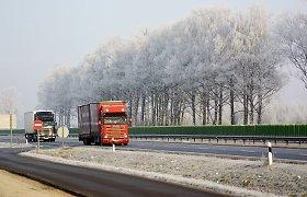 Rudenį eismo sąlygos keičiasi kelis kartus per dieną: kokį važiavimo režimą rinktis?