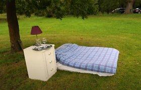 """Du britai įkūrė blogiausią visų laikų nakvynės vietą """"Airbnb"""" ir vis tiek sulaukė užsakymų"""