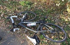 Radviliškio rajone pareigūnas tarnybiniu automobiliu kliudė vaiką vežusią girtą dviratininkę