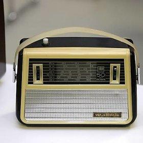 dvejetainės radijo laidos