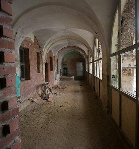 Dar vienas žingsnis Vilniaus Sapiegų rūmų restauravimo projekte: baigti sienų tapybos konservavimo darbai