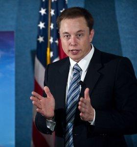 """""""Tesla"""" gerbėjai sunerimę – Elonas Muskas gali būti priklausomas nuo vaistų"""