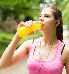 Dietologė: skysčių balansui palaikyti – ne tik vanduo