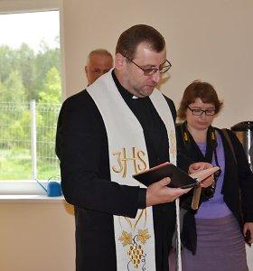 Atpildas neblaiviam kunigui: policija skyrė 20 eurų baudą, bažnyčia – pagalbos ranką